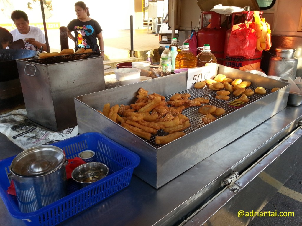 Youtiao stall for honest customer at Setia Alam night market