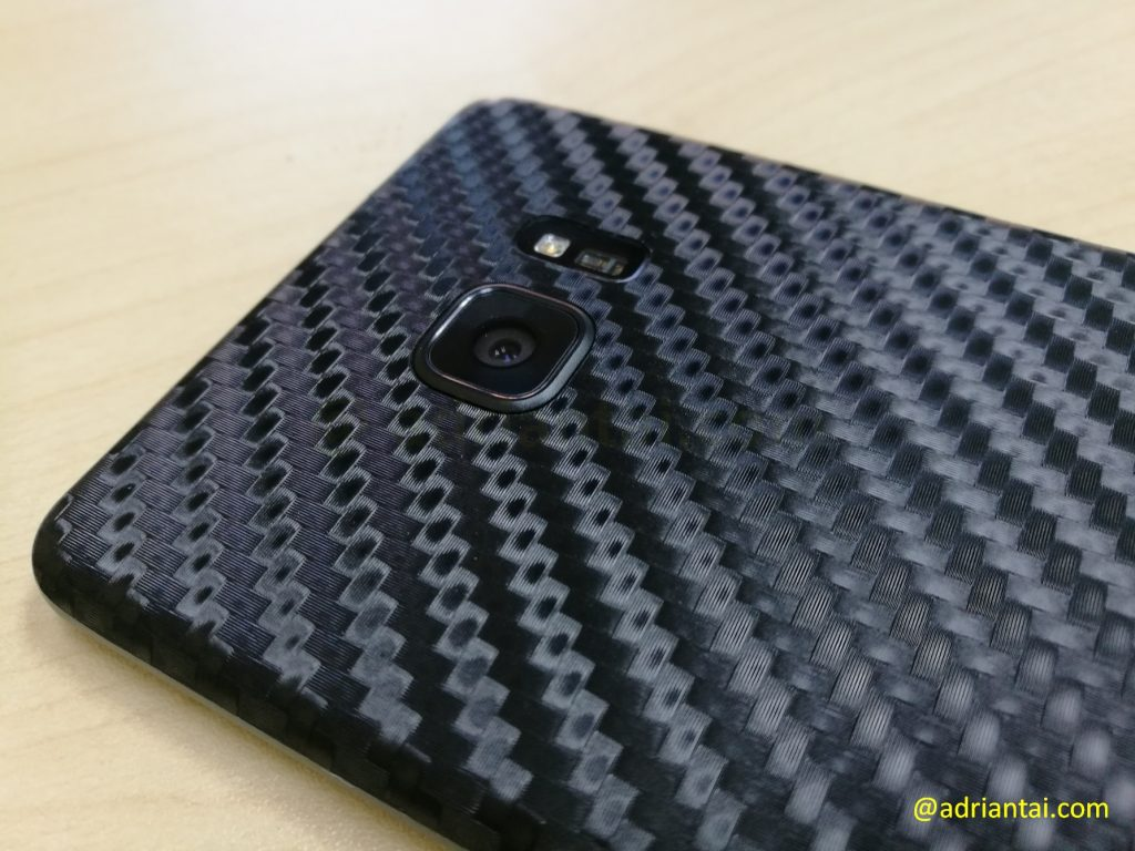 Close up of the dbrand skin
